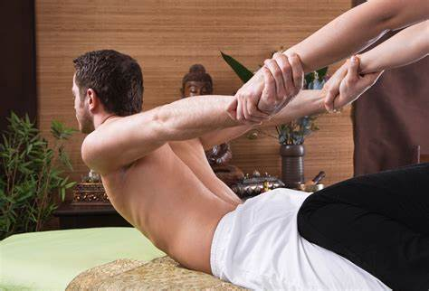 Thai massage for alleviating pain